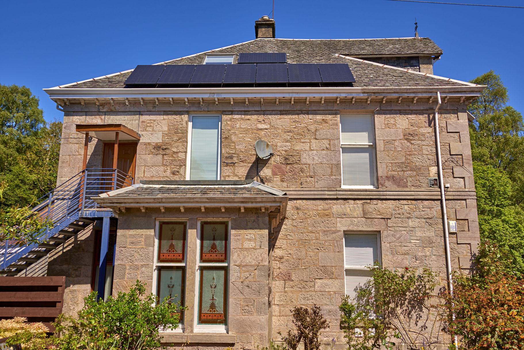 Dual facet solar design optimised by Solaredge